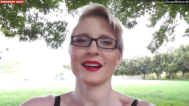 Cutie avec brazzers hd gratuit des lunettes se masturbe.