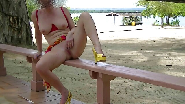 Un homme a des relations sexuelles avec une filmeporno gratis cu mature grosse femme.