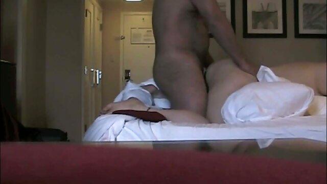 Satisfait une femme avec un gros cul et filme online gratis pono des lèvres.