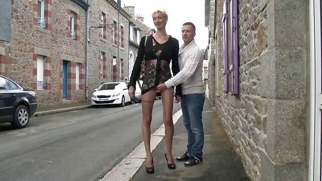 Le chef donne un coup film porno hd francais de pied au travailleur dans le cul.