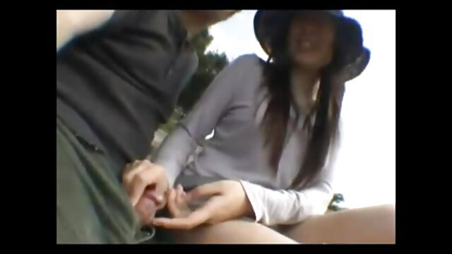 Lèche les seins de filme poeno gratis sa copine et la baise.