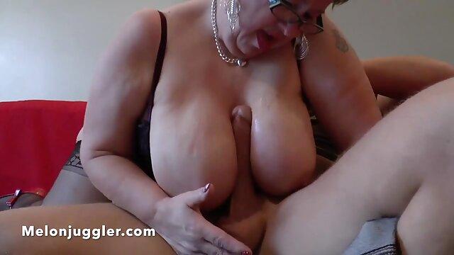 Branler le filmulete porno gratuite clitoris pendant les rapports sexuels.