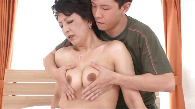 Athena Faris baise film porno haute qualité un mec pour la première fois.