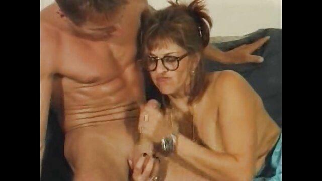 Trois baisent streaming porno gratuit hd une blonde en bas.