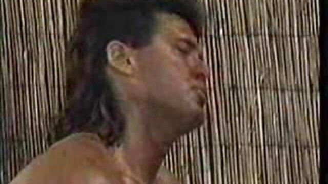 Enfoncer clipuri gratis dans le cul dans le style BDSM.