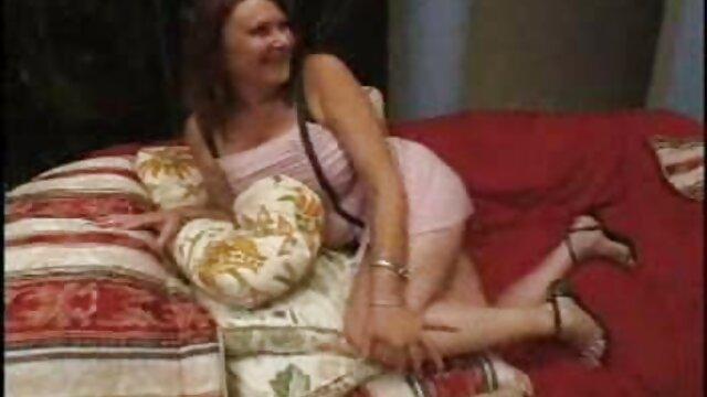 Alexis Ford se déshabille pour la vidéo. film porno stream complet