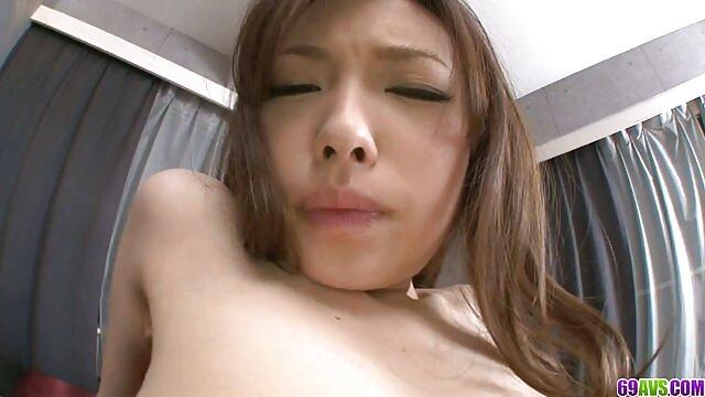 Les hd porno gratuit noirs baisent un roumain dans le cul.