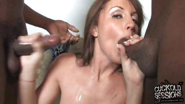 Une artisan russe filme lorno gratis baise dans une sex box.