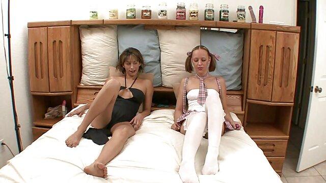 Baisé sex video gratuit hd la secrétaire en bas et lunettes.