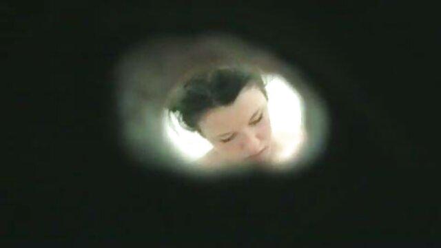 Couple chaud baise dans la film porno gratuit hd chambre.