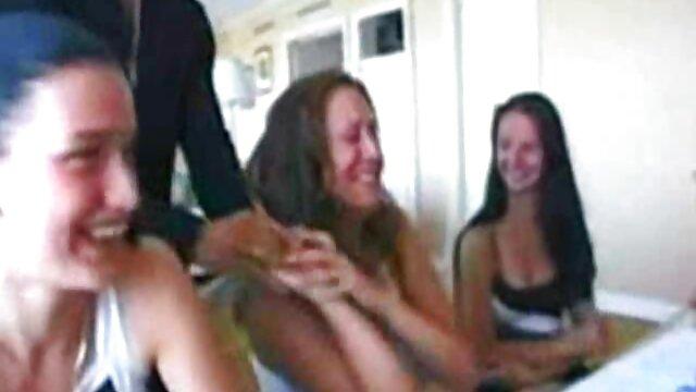 La fille suce filme xxl video gratis le clitoris d'un ami.