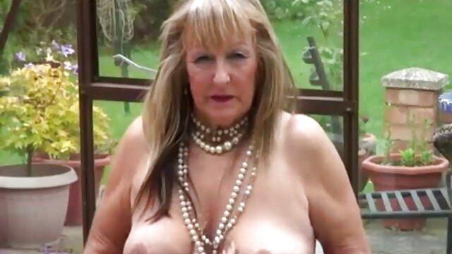 Blonde au futai video gratis gros cul baise lors d'une séance photo avec un homme noir.