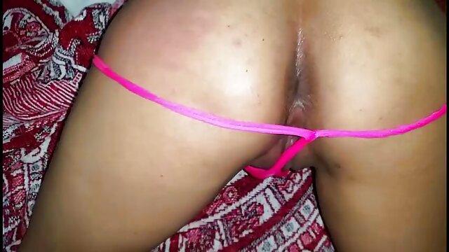 Des filles magnifiques film porno hd francais se comportent vaguement sur la plage.