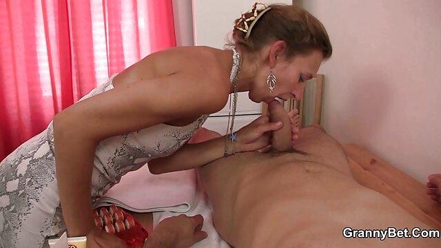 Obtient chaud avec un jeune film porno haute qualité baiseur.
