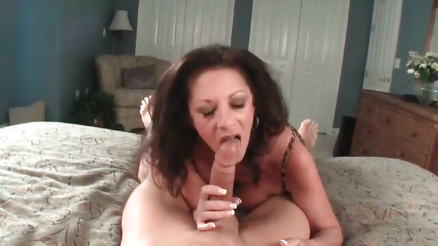 La beauté fait une gorge film porno stream complet profonde.